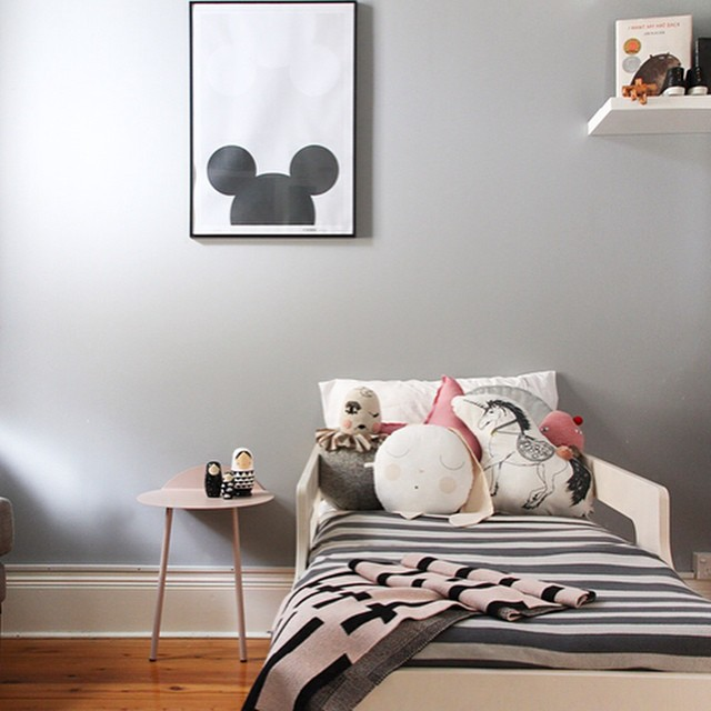 Loving this girl's bedroom by @catherinegrace__ (more photos and mini-interview on the blog). Featuring @kateandkatehome @rafakids @clothandthread #kidsinteriors